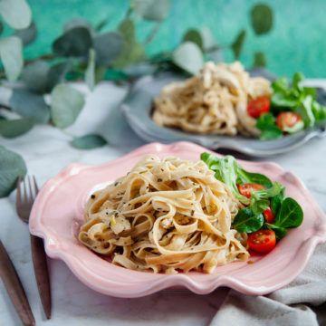 Dragonkyckling med pasta är ett gott recept som passar perfekt till middag och endast tar 20 minuter att tillaga! Receptet finner du på Tasteline.