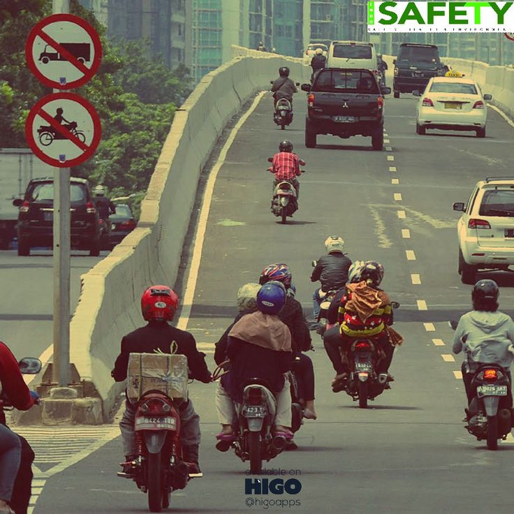 Seperti ini loh Potret Peradaban #Masyarakat Kita di Jalan Raya. Share jika Anda peduli dengan ketertiban lalu lintas di Indonesia  Tanpa mengindahkan aturan atau guidance cara penggunaannya, juga tanpa mempertimbangkan risiko yang mungkin timbul akibat penggunaan yang tidak sesuai. Pengendara sepeda motor yang ugal-ugalan, sepanjang menggunakan alat keselamatan, menyalakan lampu utama, dan...  Baca artikel selengkapnya di majalah #Indosafety halaman 44 via HIGOapps http://ow.ly/4neqLm…