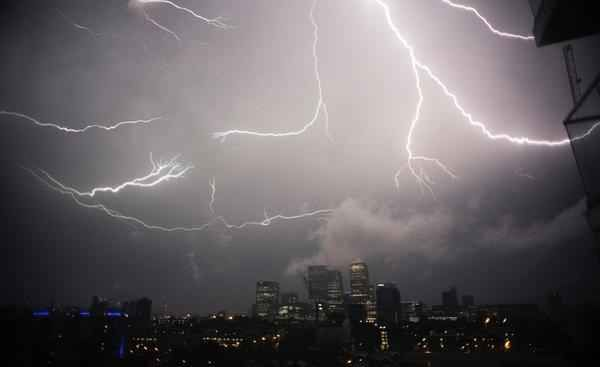 Parts of the UK experienced incredible thunder and lightning in the early hours of Friday morning. | There Were Epic Thunderstorms Across The UK Last Night And Everyone Lost Their Minds