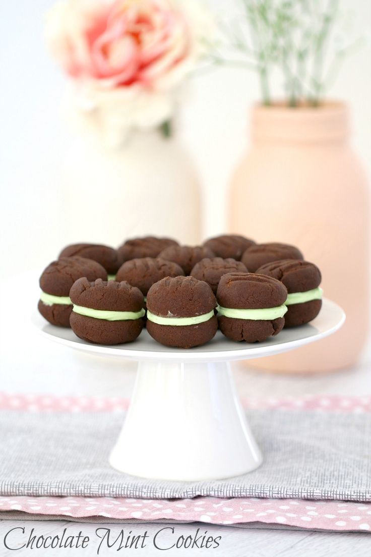 These Thermomix Chocolate Mint Biscuits really are the perfect combination. Two melt-in-your-mouth chocolate biscuits filled with a delicious peppermint icing. Talk about drool-worthy! #chocolate #mint #cookies #biscuits #meltingmoments #baking #easy #recipe #thermomix #conventional