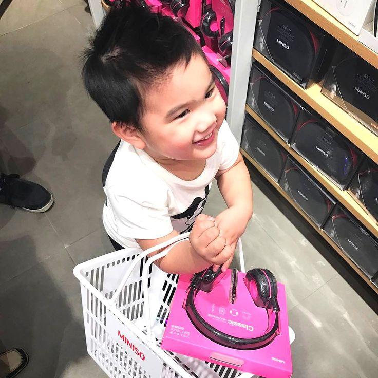 😍Когда в семье есть ребенок👶, его родители👪, бабушки👵👴, дедушки и другие многочисленные родственники 👫, стремятся как можно чаще сделать что-то приятное малышу😘 Дети обожают новые яркие и интересные игрушки 🚂🚗🎯🎲🐻 Для взрослых же главное ☝, чтобы игрушки были качественными и доступными по цене👍👍👍 🎮👾⚽Игрушки в #MINISO🇯🇵 отвечают всем требованиям и детей, и взрослых✨✨✨ 💖Люби жизнь💖 люби #MINISO💖 ⌛УЖЕ В МАЕ ОТКРЫТИЕ МАГАЗИНА MINISO В MEGA💥 🚩Mega Silk Way Астана 1 этаж…