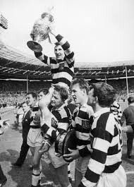 VINCE KARALIUS HOLDS UP THE CHALLENGE CUP IN 1964 AFTER BEATING HULL KR