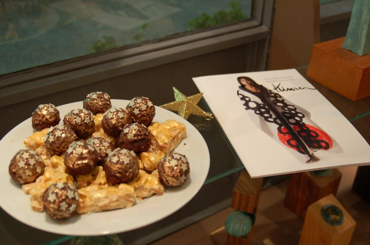 golden turro and golden chocolate cakes at http://www.desig-design.com