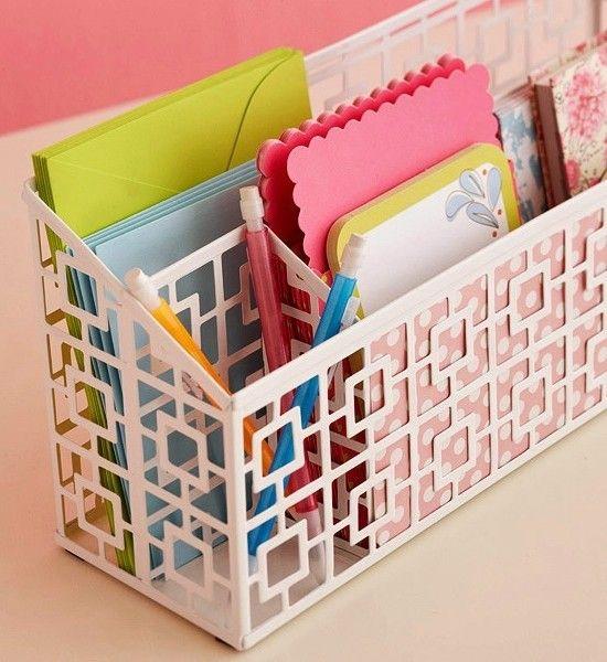Корзина для хранения бумаг и документов в кабинете дома