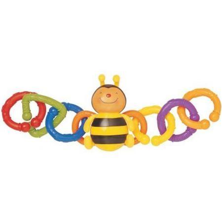 KS Kids Набор для коляски Пчелка  — 350р. ----------------------  Веселая пчелка от K's Kids с мягкими резиновыми лапками и усиками прикрепляется с помощью разноцветных колец разнообразных геометрических форм к коляске, кроватке или автомобильному креслу малыша.   Особенности:    А саму пчелку так приятно грызть за крылышки – прорезыватели.  Кольца за счет негладкой шероховатой поверхности массируют пальчики малыша.  В процессе игры дети знакомятся с цветом, формой предметов, развиваются…