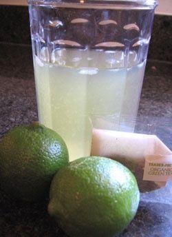 Activa tu metabolismo con antioxidantes saludables!  Una bolsita de te verde 1/2 limón  1/2 cucharadita de miel de agave Hielo