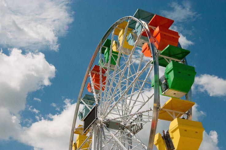 Ferris wheel at a Ribfest Toronto 2013.