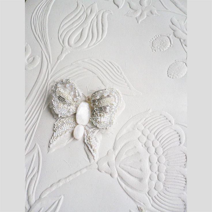Papillon blanc sur cuir de Cordoue
