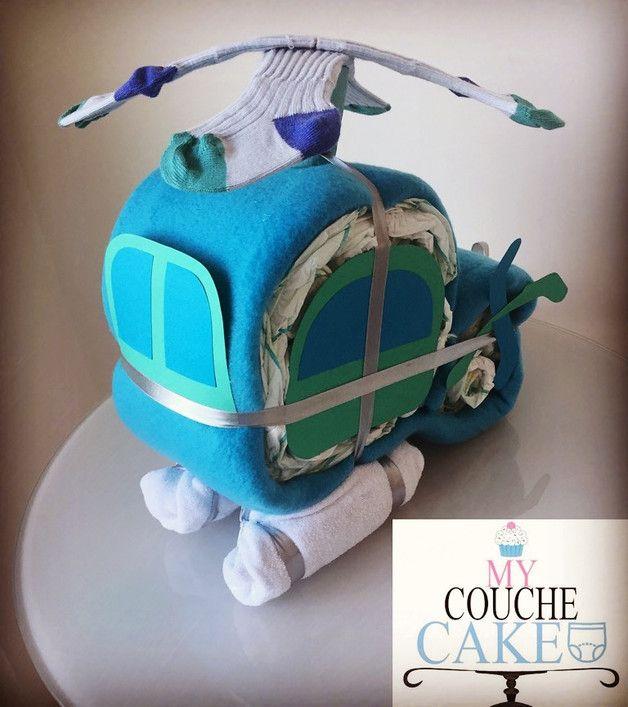 Gâteau de couches composé de: 25 couches, 1 couverture polaire, 2 paires de chaussettes, 2 bavoirs.