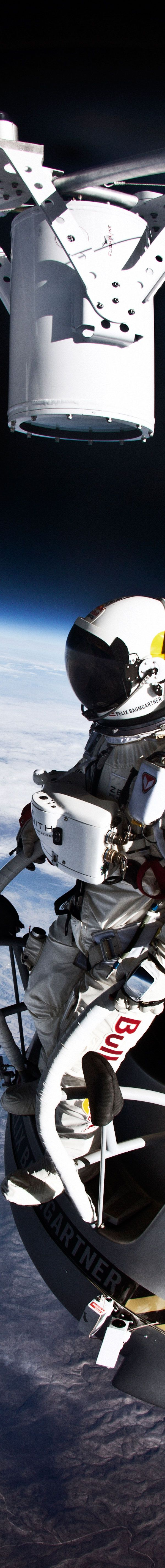 Felix Baumgartner jumps to earth from the edge of space