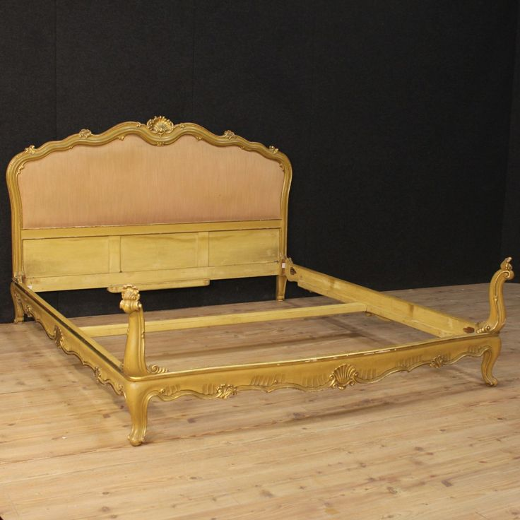 1500€ Venetian double bed in lacquered and gilded wood. Visit our website www.parino.it #antiques #antiquariato #furniture #lacquer #antiquities #antiquario #bed #lit #letto #decorative #interiordesign #homedecoration #antiqueshop #antiquestore