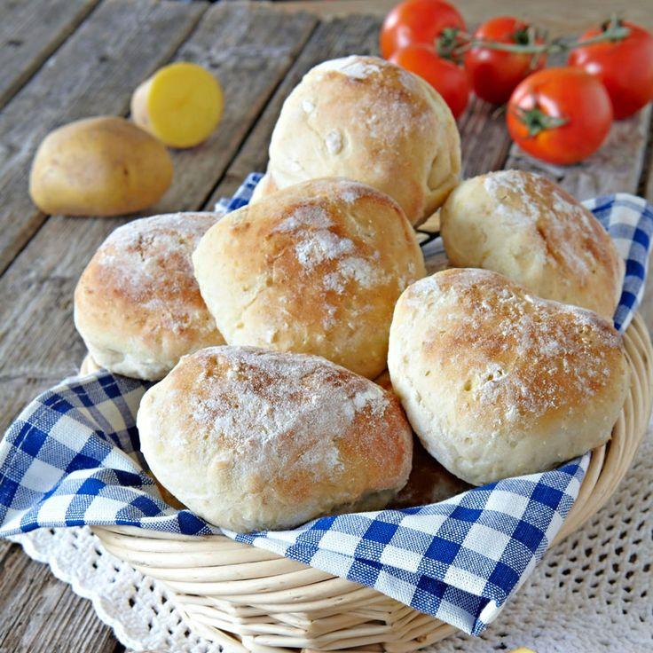 Potatis är gott och mättande. Med riven rå potatis bakar du de här goda frallorna.