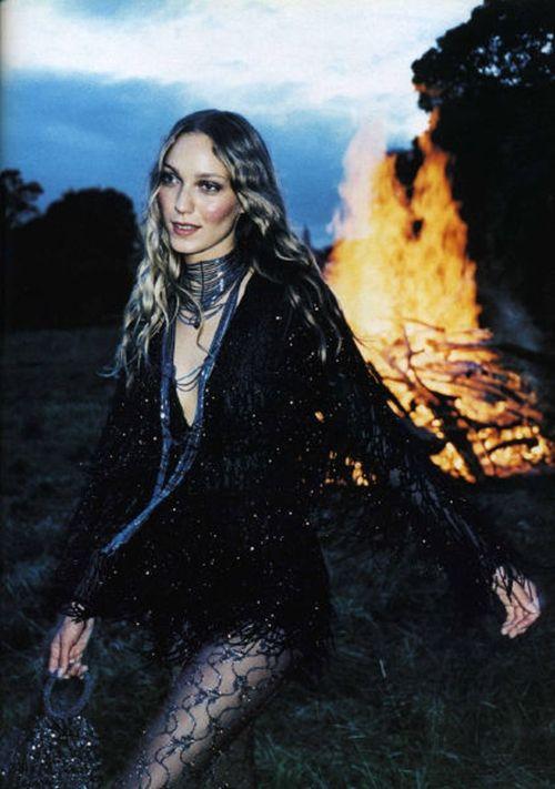 """""""Ночи В Стиле Буги"""", Vogue Russia, December 1999 Photographer: Perry Ogden Model: Courtney Herron"""