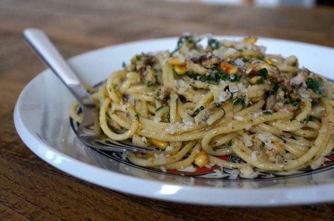 receta-pasta-con-sardinas-y-pinones