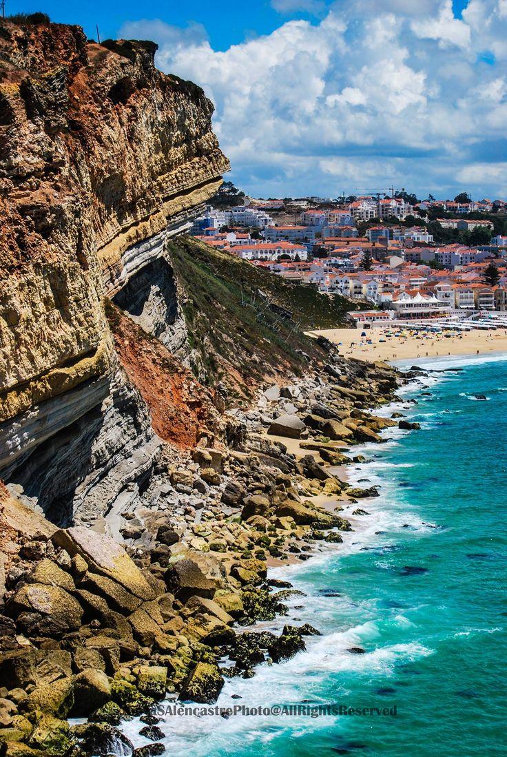 Nazare, Portugal.Un pueblecito encantador, buenos restaurantes,playa preciosa.Lleno de tipismo