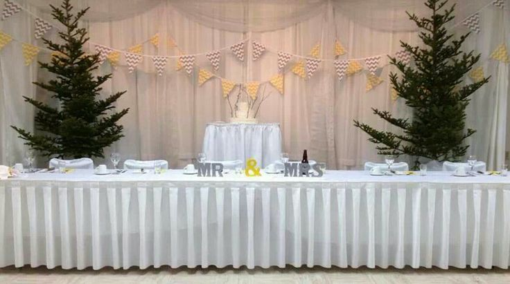 Head table and cake