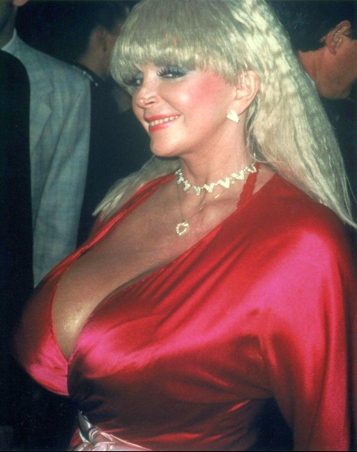 cleavage boob sample