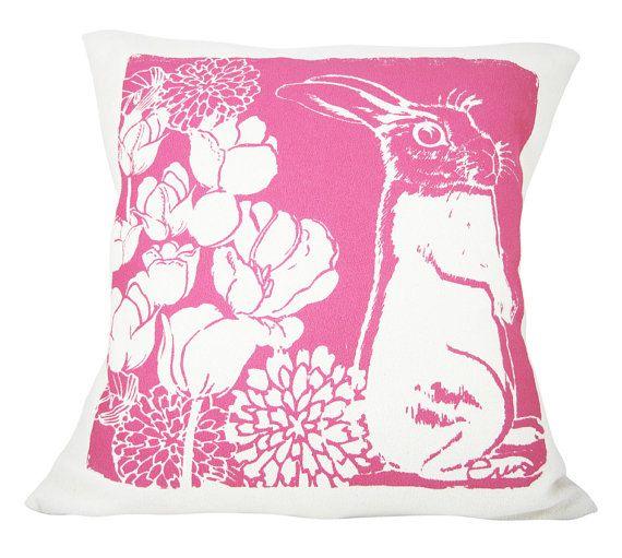 Decorativos almohada color de rosa caliente Bunny por erinflett