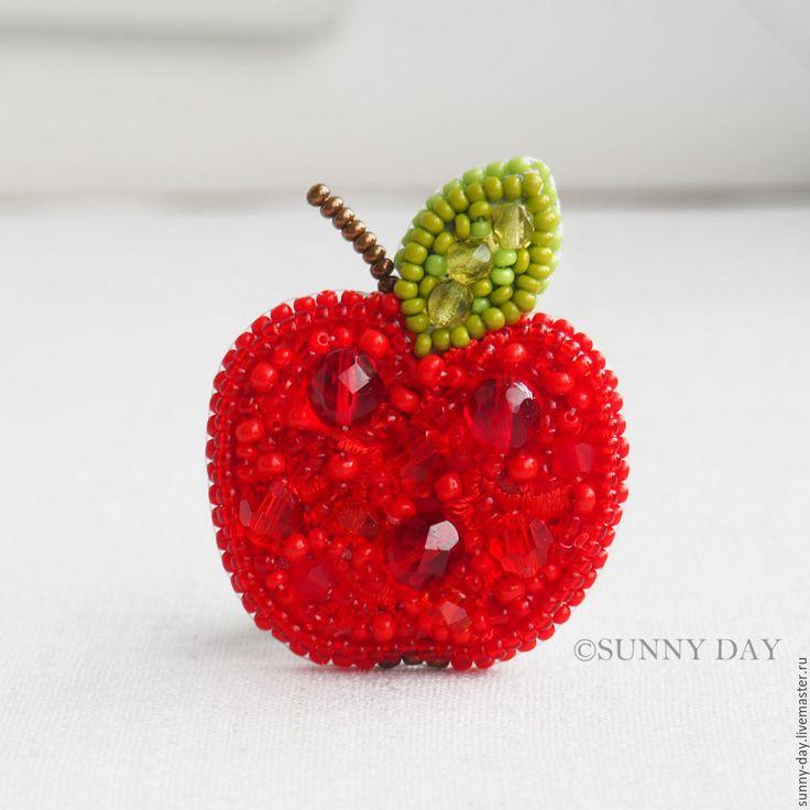 """Купить Брошь """"Яблочко"""" - брошь ручной работы, спелое красное яблоко, наливное яблочко"""