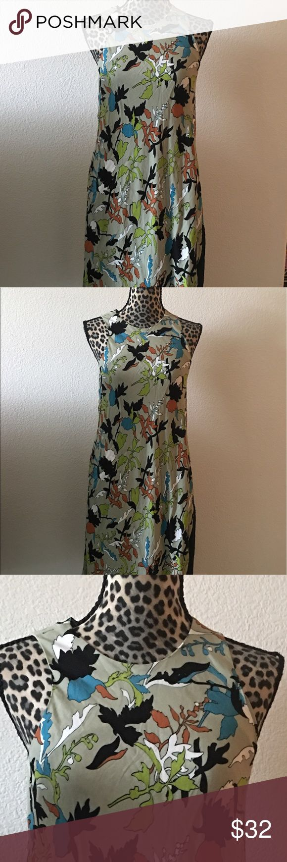 💐🌺Rachel Roy Dress💐🌺 💐🌺Great used condition Rachel Roy Dress in size Small 💐🌺 Beautiful prints and colors💐🌺 This dress has side pockets💐🌺 Rachel Roy Dresses Asymmetrical