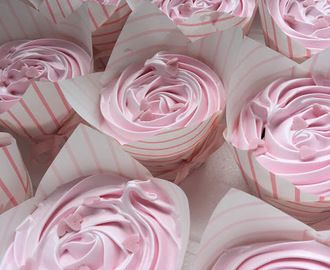 Hindbær/Vanilje Cupcakes med Hindbær Guf - til BABYSHOWER