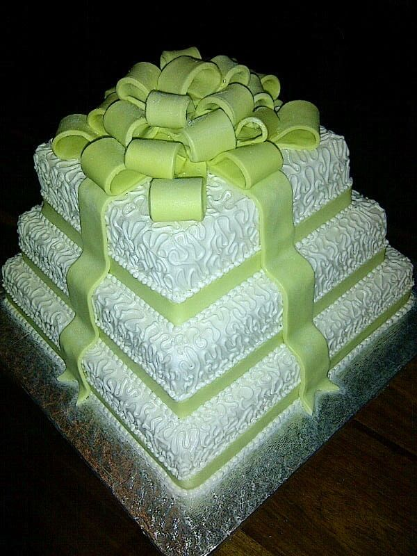 Lime and white wedding cake