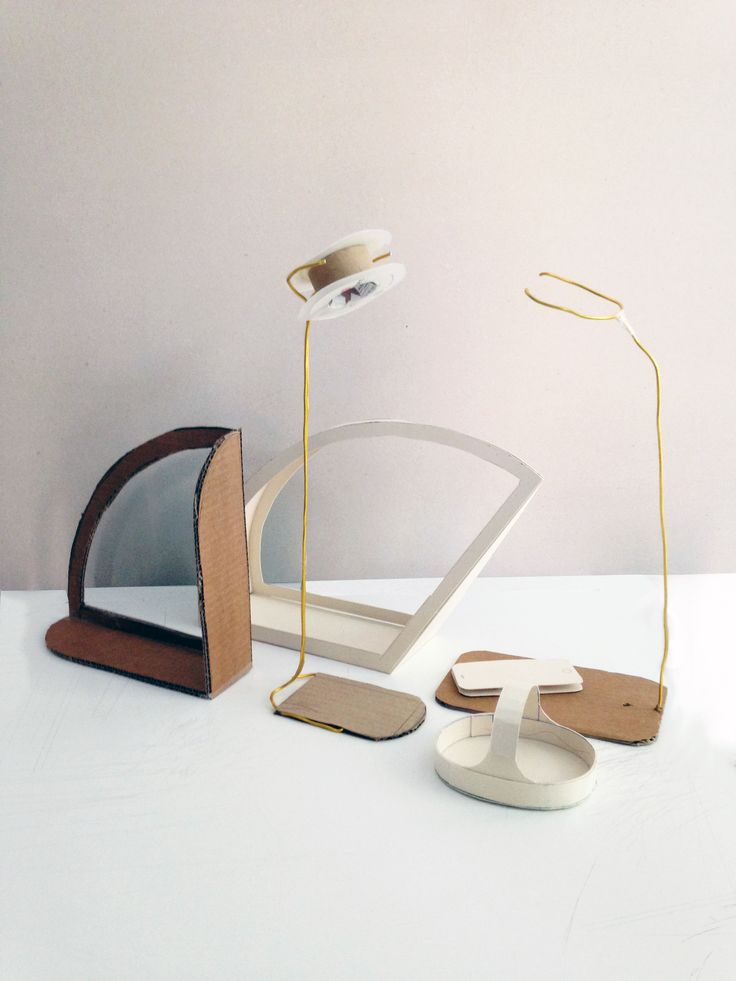 Tranquillo is an interactive piece of lighting where the user's phone acts like a switch.It combines aesthetic values and solutions perfect for everyday living in the form of focused or ambient lighting.  Designed with R.Akyol, J.McGannon and Y.Wang
