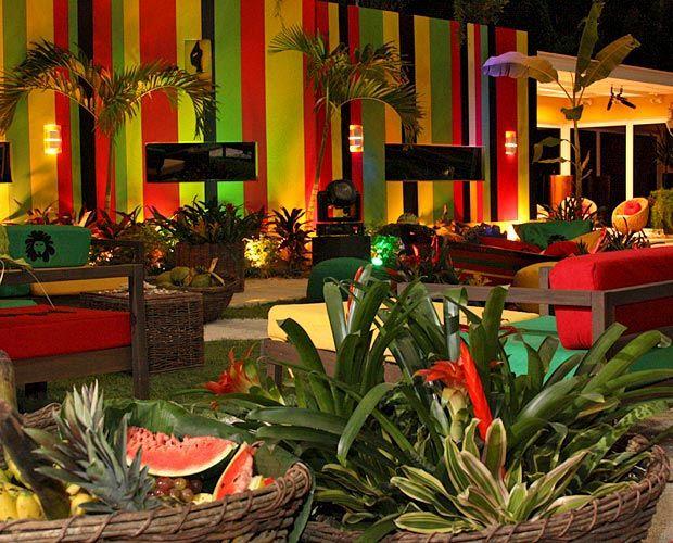 Plantas e frutas tropicais também decoram a casa para a Festa Rasta