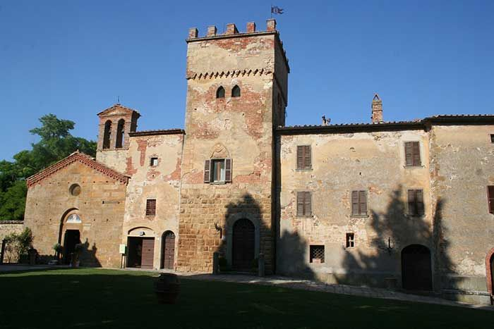 The ancient hamlet of Abbadia a Sicille is located near Podere Sata Pia,  on the crest of the hill that separates the Val di Chiana from the Val d'Orcia, in an area with a wealth of historic and artistic treasures.holiday home in Tuscany