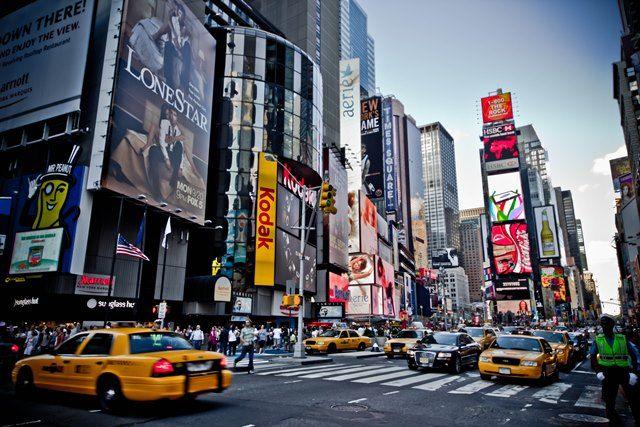 Invitiper le sfilate venduti come quelli per una partita di baseball o di un concerto al Madison Square Garden. È ciò che sta avvenendo a due giorni dalla New York fashion week (11-18 febbraio). A…
