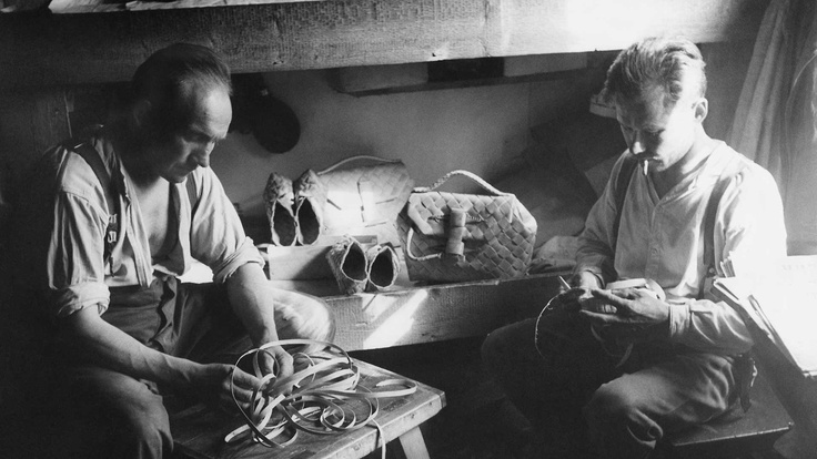 Finnish soldiers weaving shoes and other items from tree bark in their free time.