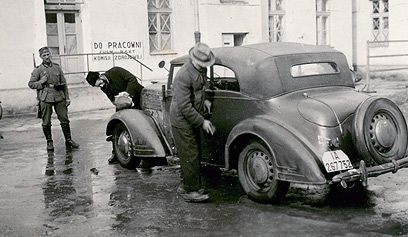 A convalescence facility for German soldiers. The Germans brought Jews to the facility to wash their cars and engage in other humiliating jobs. This picture and others point to the fact that they purposely brought in weaker men