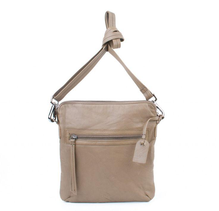 Becksöndergaard taske i lækkert blødt kalveskinde. Modellen findes også i sort.