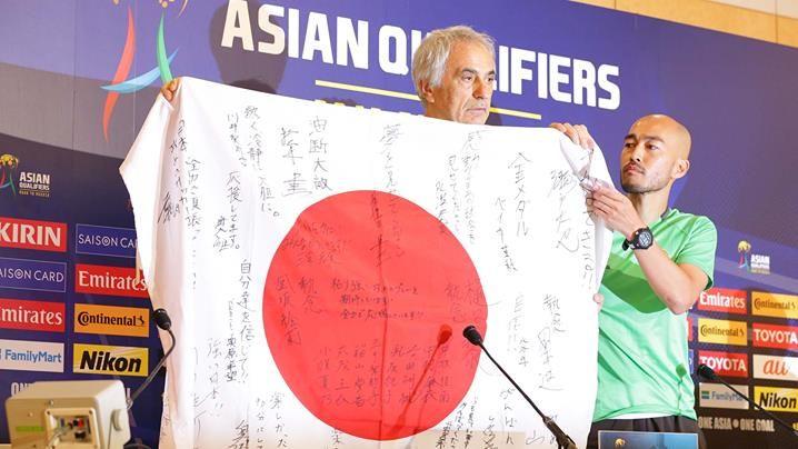アジア最終予選(Road toRussia)初戦の前日、日本代表、UAE代表ともに試合会場の埼玉スタジアムで公式練習を実施。両監督が記者会見で試合への意気込みを語りました。 http://www.jfa.jp/samuraiblue/worldcup2018_final_q/