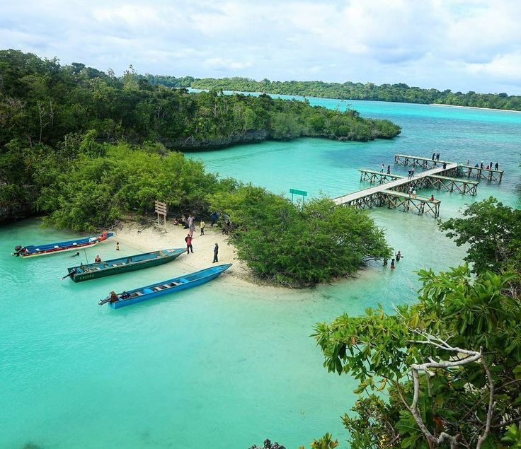 Pulau Bair bukan hanya tempat yang sempurna untuk obyek foto selfie, namun juga lokasi yang tepat untuk berwisata bahari. #SobatJalan juga dapat merasakan sensasi menyelam, snorkeling, ataupun memancing. Pulau Bair ini terlindungi oleh gelombang laut sehingga cocok untuk berperahu kano dan jetski. Sekilas Pulau Bair sangat mirip dengan Raja Ampat di Papua. Sehingga tak heran jika setiap yang datang menyebutnya sebagai Raja Ampatnya Maluku.