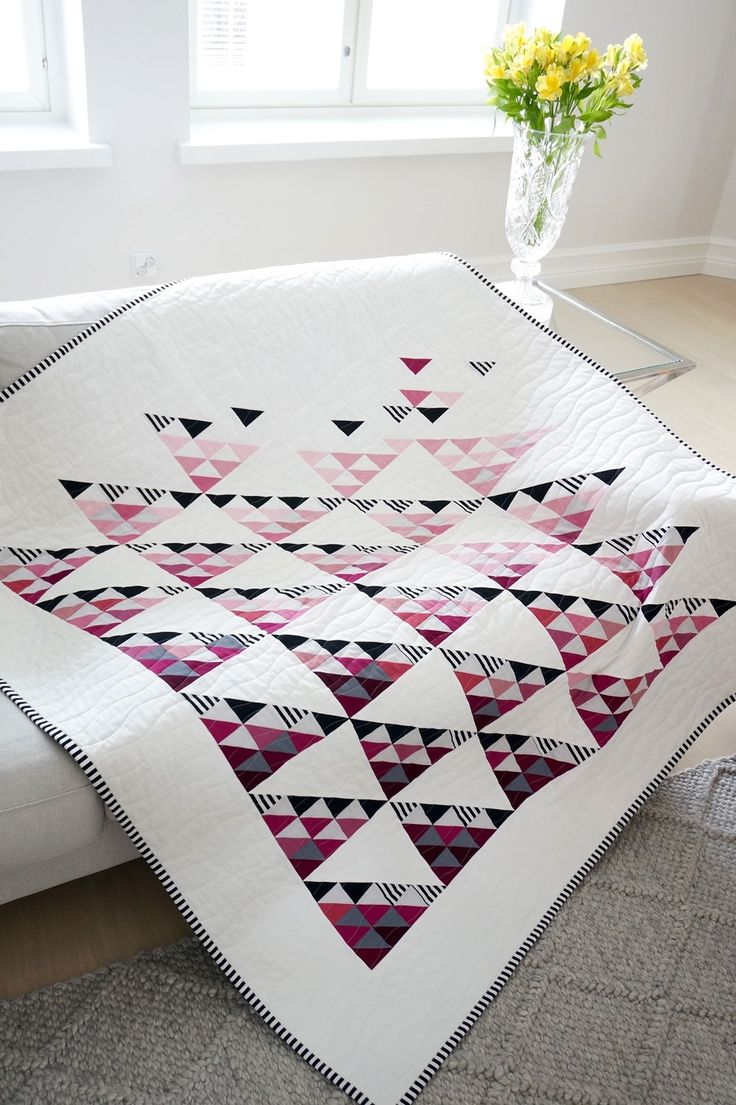 Scandinavian Quilt design. Fly away quilt pattern. Modern quilt pattern download.