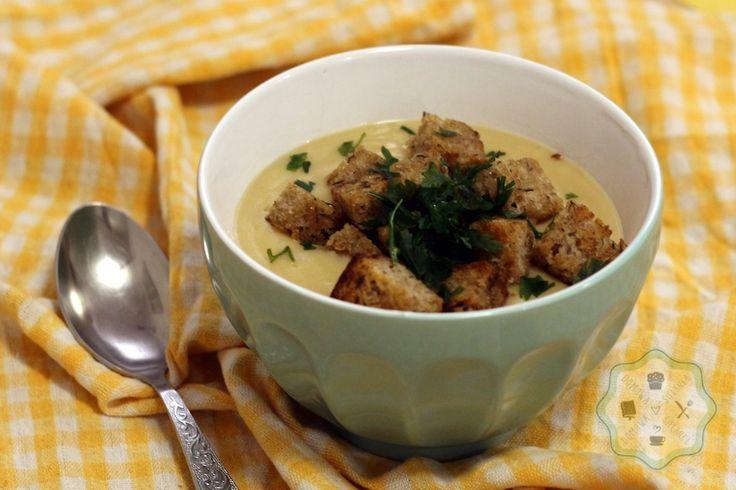 Domowa Sielanka: Zupa krem z pietruszki z tymiankowymi grzankami - DIETA BEZMLECZNA