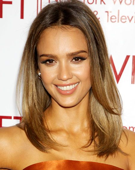 Get Jessica Alba's Flawless Natural Hair and Makeup Look
