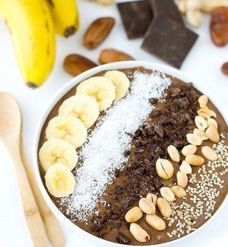 Smoothie bowl à la banane, chocolat et beurre de cacahuète