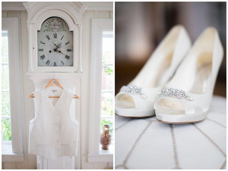 Bride and groom details. His vest on a grandfathers clock. Her shoes on a moroccan leather pouf. Monochromatic // Brudgoms vest på bestefarklokke. Brudens sko på en marokansk skinn puff