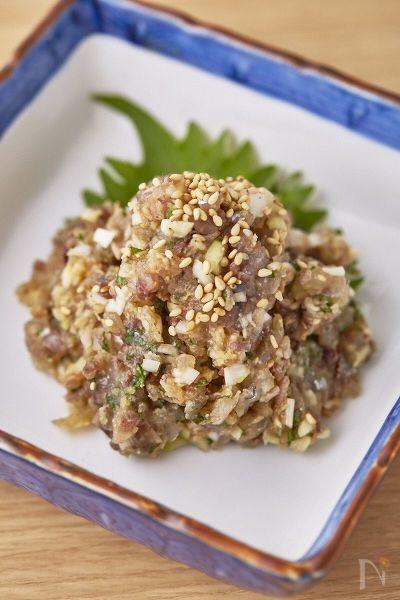 基本の鯵のなめろうです。  (なめろうは千葉県の郷土料理。)  鰯(いわし)や秋刀魚(さんま)など、季節の青魚で自分好みのなめろうを楽しんでください。