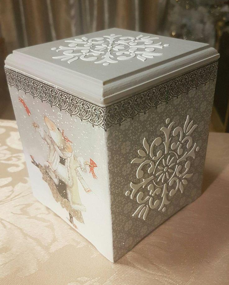 Κουτι με ντεκουπαζ και στενσιλ χρωματος και με παστα