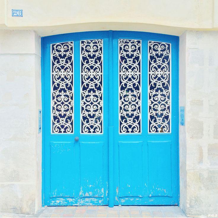 Blue doors in Paris