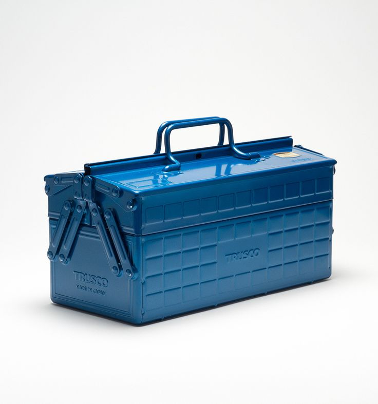 Scouted in a small hardware store in the heart of Tokyo, the rugged Trusco tool box is a classic. Manufactured of stamped and enameled steel, it features a unique hinged lid and removable dividers that allow for a range of tools and uses.