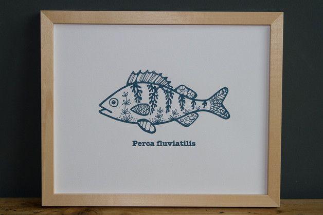 """""""Perca fluviatilis"""" ist ein von Hand gefertigter Siebdruck nach eigenem Motiv  auf fein strukturiertem Aquarellpapier.  www.blaurotgrau.blogspot.de"""