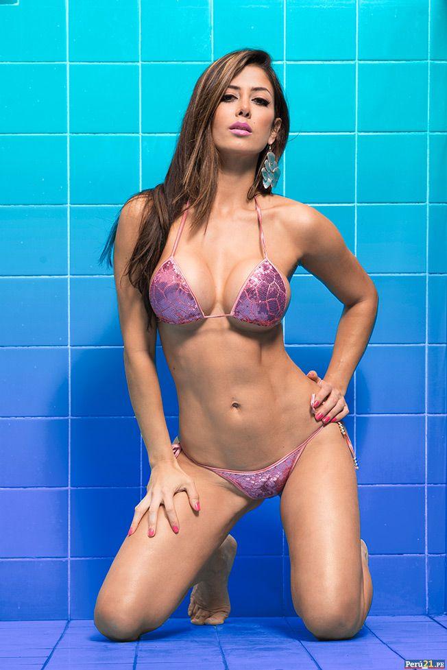 troyo bikini Claudia en