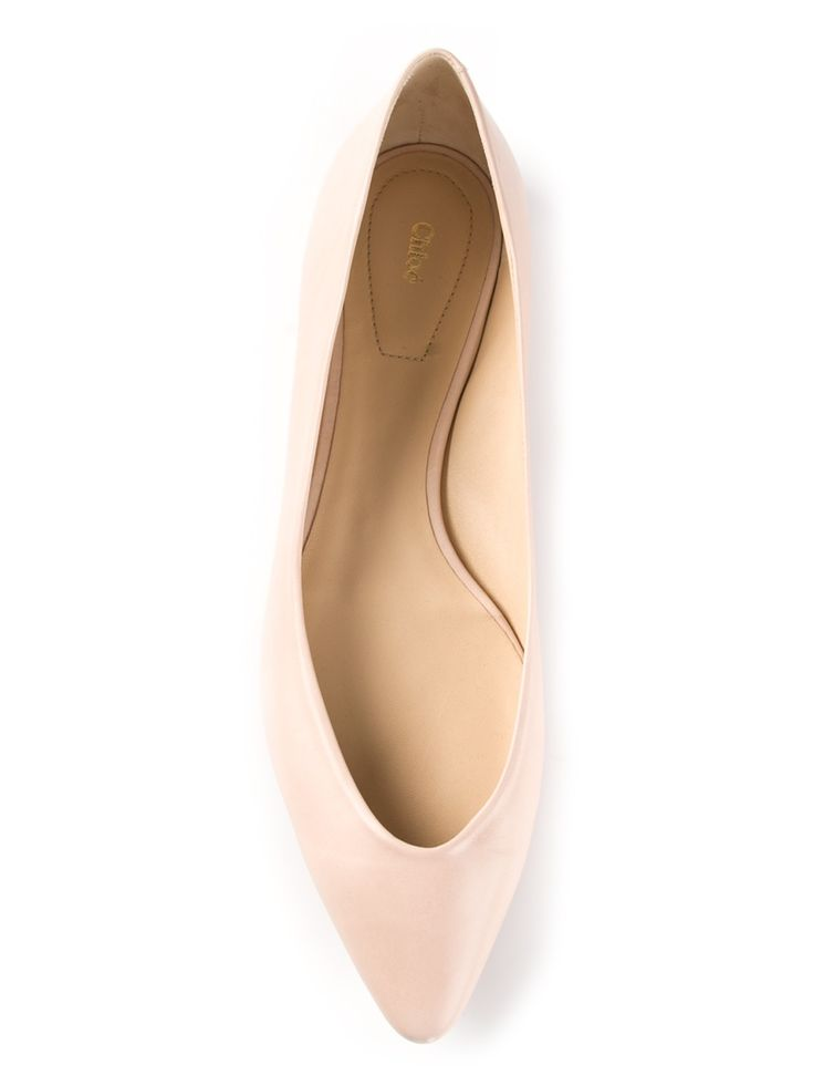 Trend Alert: Pointed Flat Shoes Is Booming! http://www.ferbena.com/trend-alert-pointed-flat-shoes-booming-now.html