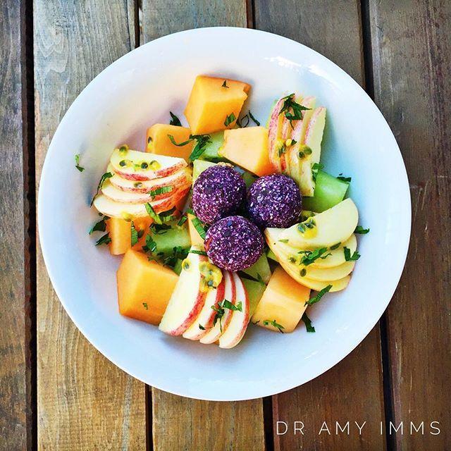 Day 16 - breakfast - blueberry oat bliss balls with fruit, passion fruit & mint #30dayfoodchallenge #wholefoods #plantbased #plantbasedwholefoods #vegan #healthybreakfast