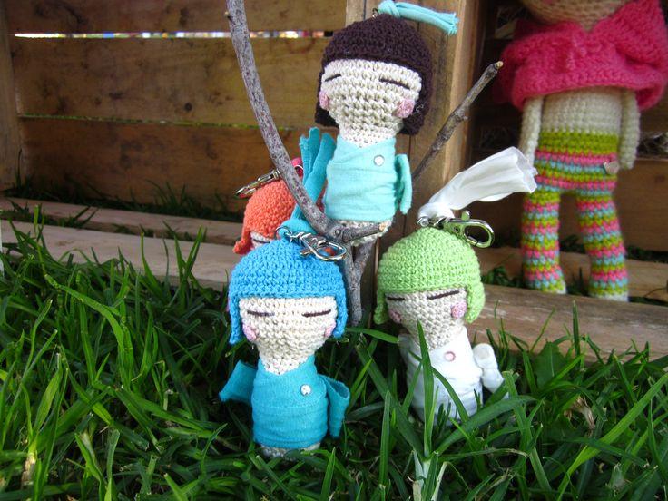 Lindos llaveros Kokeshies Amigurumi realizados en algodón y aplicaciones en trapillo. $ 3500. regala artesania!