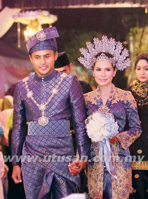 Malay songket (Look at the guy's outfit! Nice!)